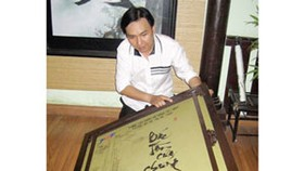 Calligraphy book on late President Ton Duc Thang
