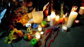 Loss of Steve Jobs makes world 'iSad'