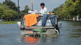 Japan firms' output hit by Thai floods