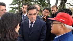 French PM witnesses 'desolate' Japan tsunami zone
