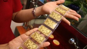 Gold fluctuates around VND45 million