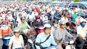 Hanoi reconsiders changing office working hours of public servants