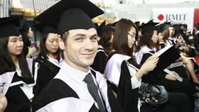 RMIT Vietnam Univ. graduates come out
