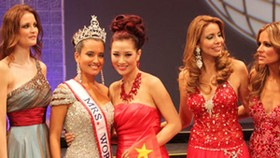 Vietnam beauty comes 3rd at Mrs. World contest