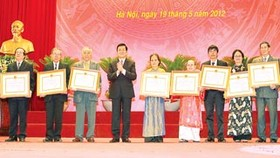 Writers, artists presented Ho Chi Minh Award and State Award