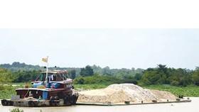 Illegal sand exploitation unchecked along Saigon River
