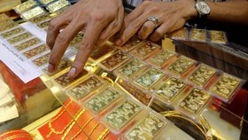 Gold declines as one-year high spurs selling