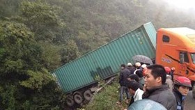Five dead in freak traffic accident in Cao Bang Province