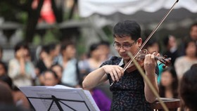 Violins and music are soul of artist Xuan Huy