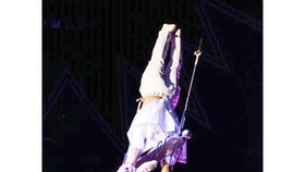 Vietnamese acrobats win silver medal at Int'l Circus Festival
