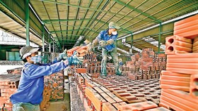 Shadow lingers in construction materials market