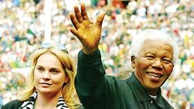 Zelda la Grange viết hồi ký về Nelson Mandela