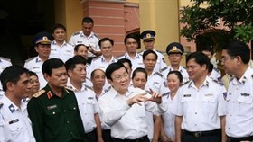President visits Vietnam coast guard, fisheries surveillance forces