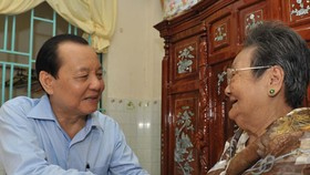 HCM City's leaders visit Vietnamese heroic mothers