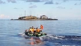 Vietnam demands China end tourism to Hoang Sa