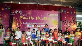 Disadvantaged children nationwide receive gifts for Mid-Autumn Festival
