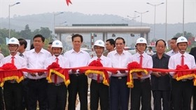 PM inaugurates Vietnam's longest-ever highway