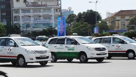 Uber taxi  must do business registration in Vietnam, official