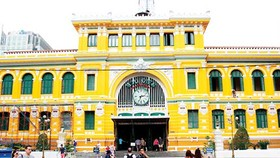 Architects discuss new coat for Saigon Central Post Office