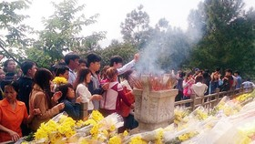 Over 116, 000 people visit General Vo Nguyen Giap's grave