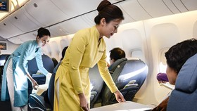 Vietnam Airlines introduces new uniforms for flight attendants