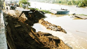 Ministry seeks solutions for Mekong Delta landslide