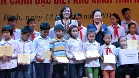 Needy, wounded soldiers' children given scholarships
