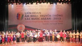 Over 100 artisans join ASEAN traditional music festival 2015