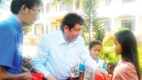 City's Party Committee visits student volunteers in highlands province