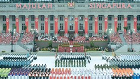 PM attends 50th anniversary of Singapore's Independence Day