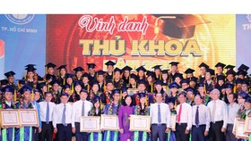 HCMC honors 85 good students in 2015