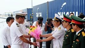 French naval ship docks at Tien Sa port