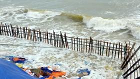 Big waves destroy Cua Dai beach