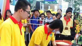 HCM City's young people join hands to bring a happy Tet for poor