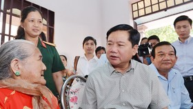 HCMC's Party Chief visits Vietnamese Heroic Mothers in Cu Chi