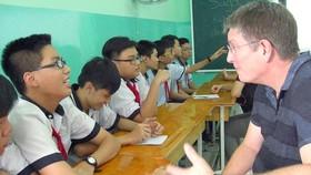 Microsoft expert team provides IT training to Vietnamese teachers