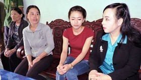 Health Minister visits schoolgirl who lost leg due to doctors' negligence