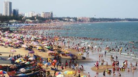 Vung Tau, Phan Thiet overcrowded with tourists