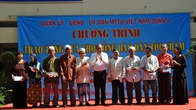 Deputy PM visits Cham people in Ho Chi Minh City
