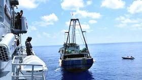 Tổng thống Indonesia họp nội các trên tàu chiến ở quần đảo Natuna