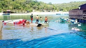 Two die in floating raft sinking in Vinh Hy Bay