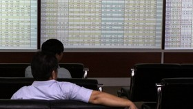 Foreign selling threatens markets