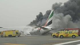 Máy bay Boeing-777 của hãng Emirates hạ cánh khẩn cấp