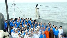 Ấm áp tình quân dân trên biển Tây Nam