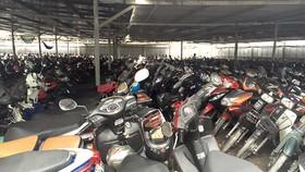 Nhiều bãi giữ xe máy thiếu an toàn