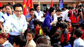 Deputy PM gives milk to needy students