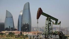 OPEC giám sát việc cắt giảm sản lượng dầu
