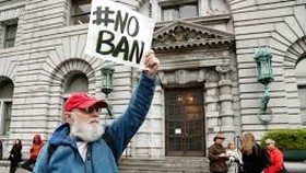 US appeals court refuses to restore Trump travel ban