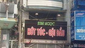 Triệt phá tiệm hớt tóc có chân dài bán dâm giữa trung tâm TPHCM