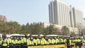 Tòa xem xét lệnh bắt giữ bà Park Geun-hye